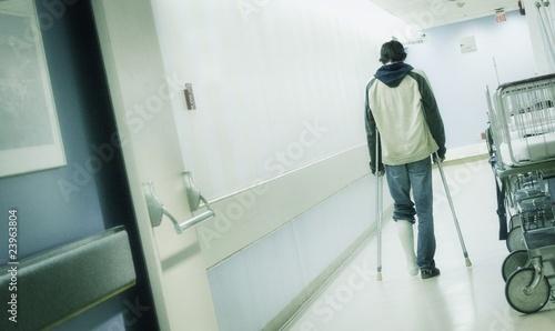 Stampa su Tela Man With Crutches