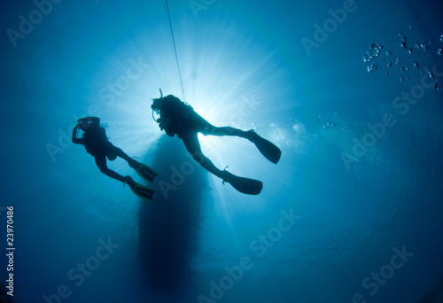 Keuken foto achterwand Duiken Scuba Diver silhouetted against the sun