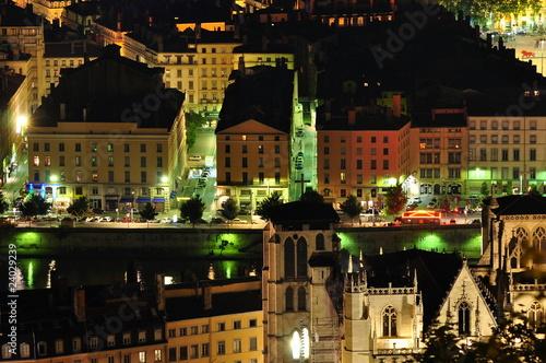 Fotografia quai saint antoine, saone et centre ville de lyon en france