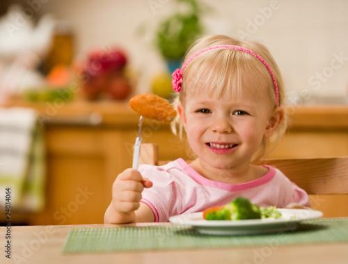 Fototapeta little girl eating lunch obraz