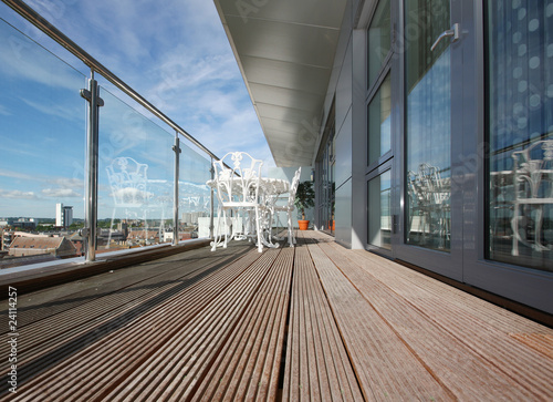 Fotografia Modern Apartment Balcony with Wooden Decking