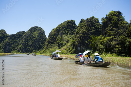 Fotografie, Obraz Sampan rowing in Tam Coc Vietnam