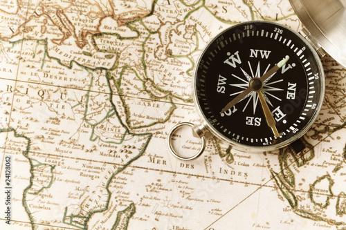 Tuinposter Wereldkaart compass on a map