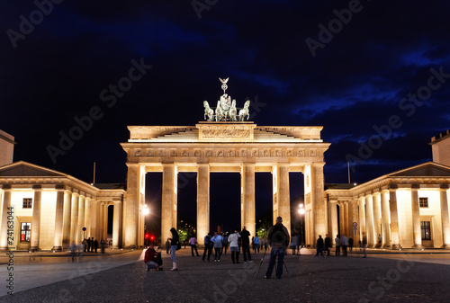 Fotobehang Volle maan BRANDENBURG GATE at night in Berlin