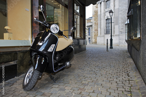 Photo Vespa in einer engen Gasse