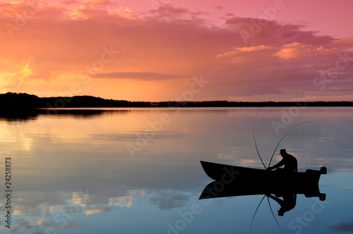 Photo Angler im Boot bei Sonnenuntergang