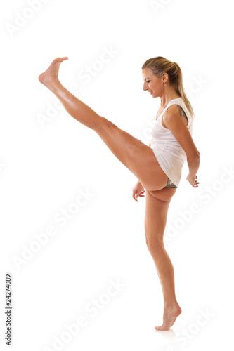 Photo  woman kicking