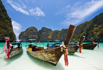 Obraz na Szkle Long Tail Boat at Maya bay, PhiPhi Island , Phuket Thailand