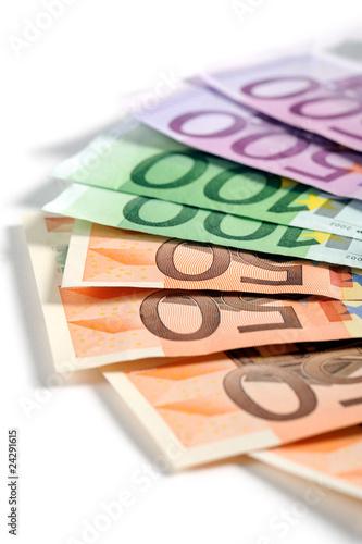 Fotografía  banconote in euro su fondo bianco