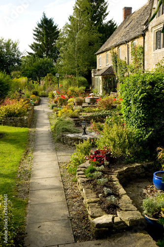 Papiers peints Jardin A typical English cottage garden in the Cotswolds, UK.