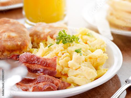 Fototapeta bright sunny breakfast with scrambled eggs and bacon obraz
