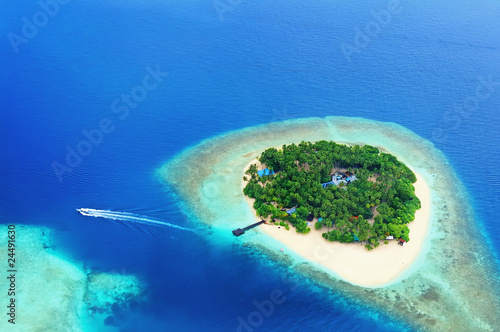 Foto op Aluminium Eiland Remote Island in the ocean