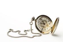 Eine Alte Taschenuhr Auf Weiss...