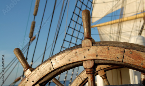 Photo Stands Ship Ship steering wheel