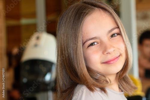 Stampa su Tela fillette au salon de coiffure