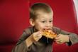 głodny chłopiec