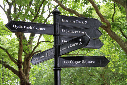 Fotomural Direction signs for tourists in central London