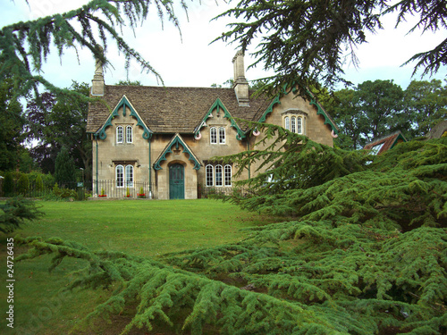 Maison Dans Un Jardin Anglais En Bath Buy This Stock Photo And