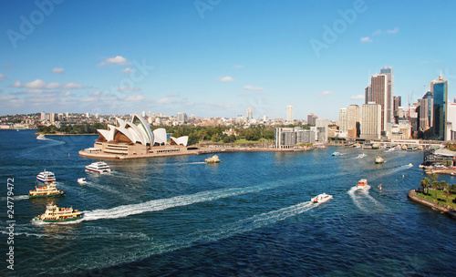 Papiers peints Sydney Sydney opera house with ferrys in foregournd