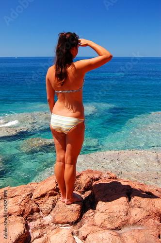 Obraz Dziewczyna na plaży - fototapety do salonu