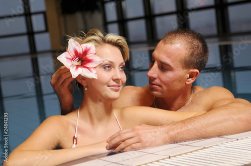 Photo The pair in swimming pool