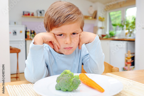 Kind mit Gemüse Canvas Print