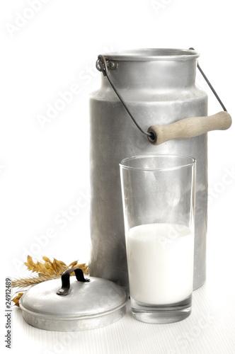 Fotografie, Obraz  Milch und Milchkanne