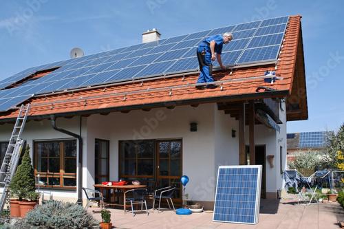 Obraz New solar for one family house - fototapety do salonu