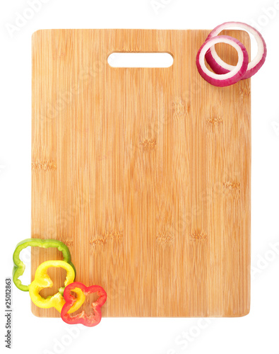 Valokuva  Cutting board with sliced veggies