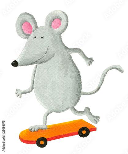 zabawna-mysz-na-deskorolce