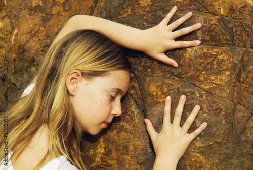 Valokuvatapetti Child Touching A Rock