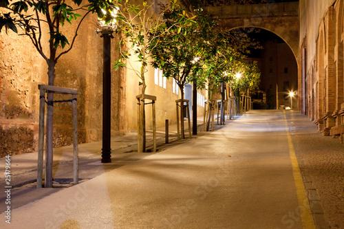 Naklejki architektura uliczka-w-nocy