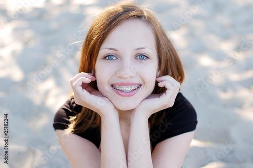 Fotografia  Pretty girl wearing braces smiling cheerfully