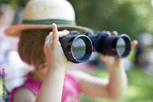 Photo girl with binoculars