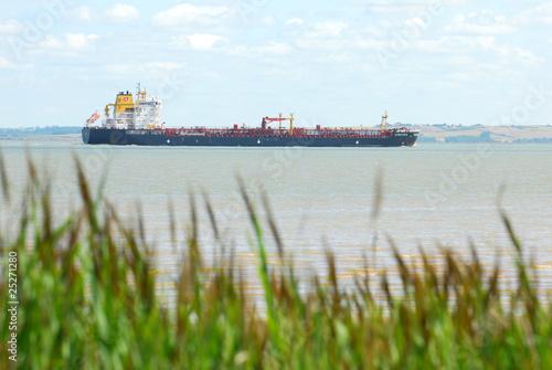 Cargo sur l'estuaire de la Gironde
