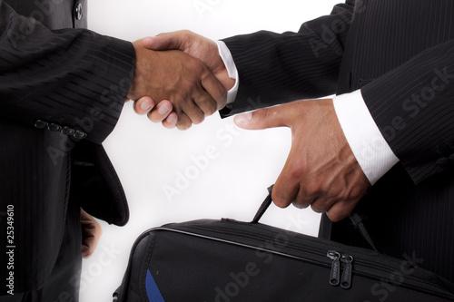 scambio e stretta di mano
