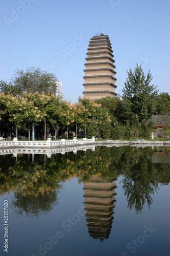 Montage in der Fensternische Xian small wild goose pagoda xian china