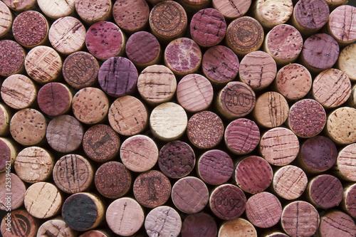 korki-z-czerwonego-wina