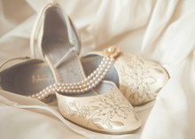 Beautiful Luxury White Wedding Shoes With Pearl Necklace