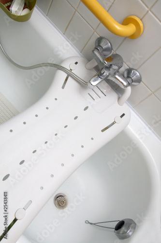 Photo siège de bain pour personnes moins valides