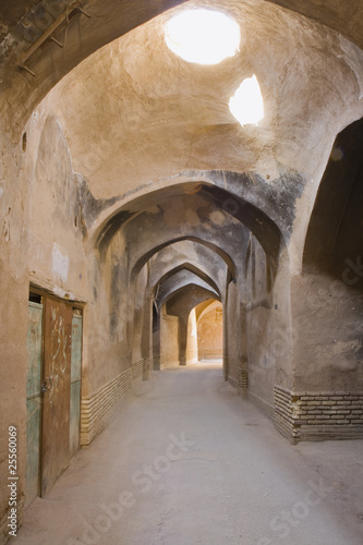 Spoed Foto op Canvas Oude gebouw Roofed lane in the old Yazd.