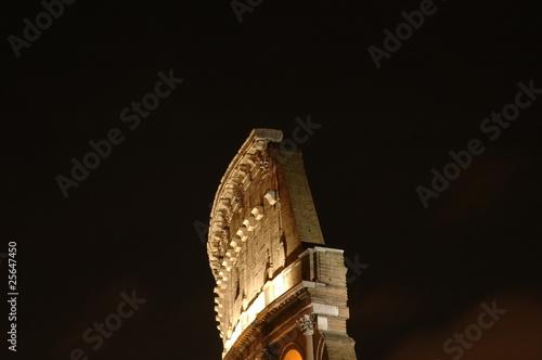 Photographie colisé romain de nuit