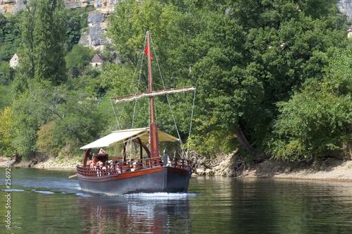 Fototapeta Gabare sur la Dordogne