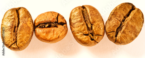 Kaffeekörner voller Gold