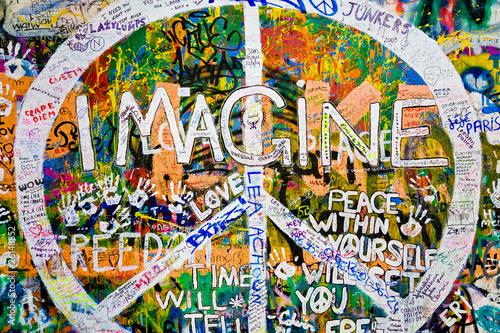 Muro de John Lennon (Praga) - Simbolo Paz (Toma 3) © PeterPunk