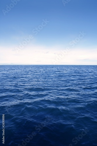 Foto-Kissen - Blue simple clean seascape sea view in vertical (von lunamarina)