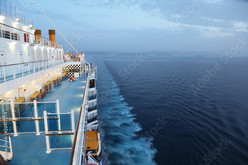 Fényképezés  cruise ship riding in evening. few of people on deck