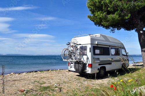Fotografering  Wohnmobil am Meer