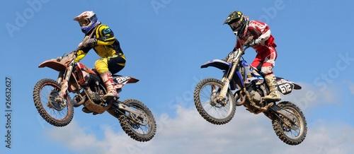 deux sauts au concours de motocross