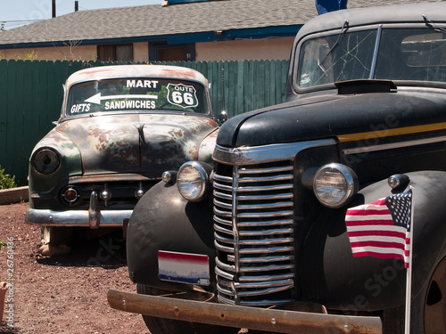 Deurstickers Cubaanse oldtimers Old cars in the famous route 66 road